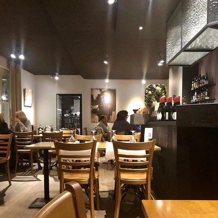 Alveringem, Bélgica: Le restaurant avec bar