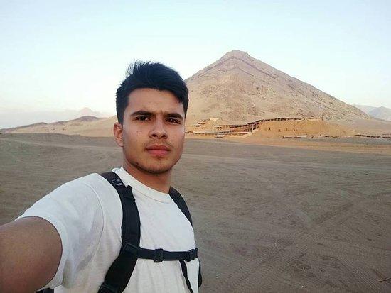 Trujillo, Peru: Huacas del sol y la luna- Cerro blanco o Cerro apra  Santuario moche complejo arqueológico ubicado en la costa norte del Perú