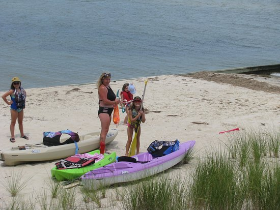 White Stone, VA: Getting ready to kayak on the Chesapeake Bay