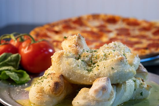 Alberto's Pizza Shop: Our famous garlic knots