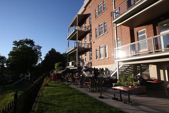 Vue générale de la terrasse de L'introuvable