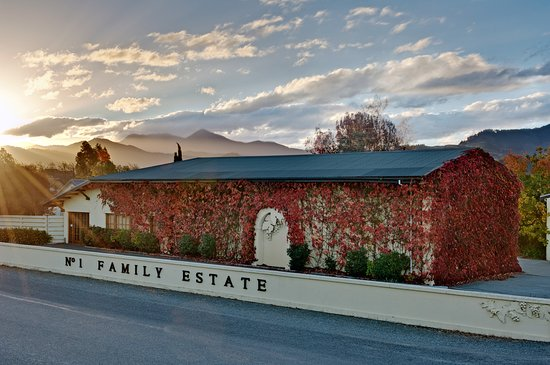 Blenheim, New Zealand: No.1 Family Estate