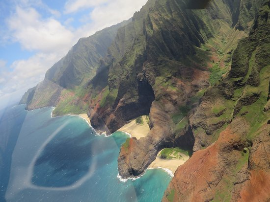 Excursão de helicóptero Kauai ECO Adventure: Yes, that's a beach from Pirates of the Caribbean