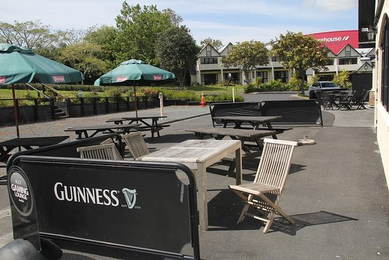 Snells Beach, Nieuw-Zeeland: Guinness Bar Front Courtyard- with pool tables, Gaming Lounge and All day menu that you could choose from we are open from 12pm to late. we also have a deck and courtyard for dining and dogs or pets are allowed in that area.