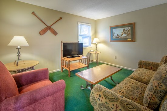 South Lee, MA: Guest room