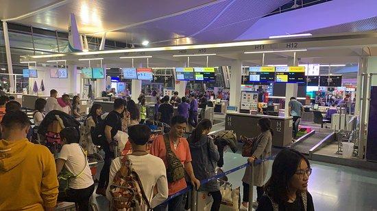 Shanghai Airlines: Colas y colas