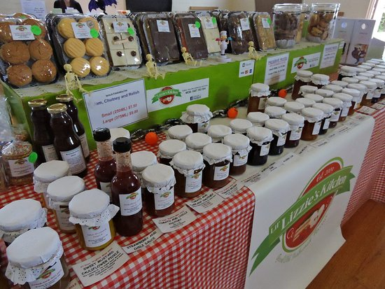 Margate, Австралия: A variety of award winning jam, chutney and relishes as well as homemade cakes and biscuits from Lil Lizzies Kitchen