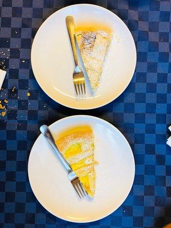 Barni, Италия: Crostata all'amarena e alla crema pasticera