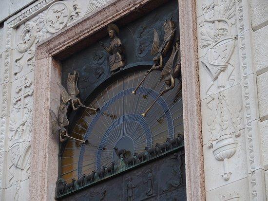 Pannonhalma, Ungarn: Beautiful bronze gate