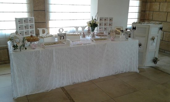 Display for small wedding cocktail