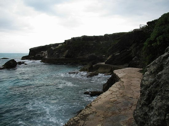 Isla Mujeres, México: Lower trail along the shore.