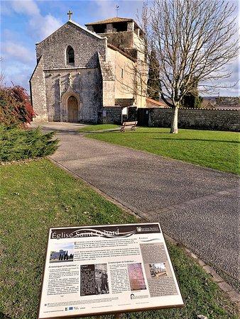 Cette église et son ancien cimetière méritent le détour. Le chœur et une partie du transept sont presque millénaires. L'extérieur est assez imposant, l'intérieur authentique et accueillant (Prendre la clef à la mairie située à côté)