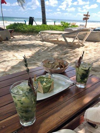 Fresco's: Cocktails und Guacamole am Strand