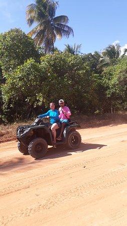 Carro Quebrado Beach: De quadriciclo e o melhor modo de se chegar