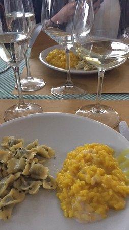Cantina della Vetra: risotto alla milanese e ravioli burro e salvia