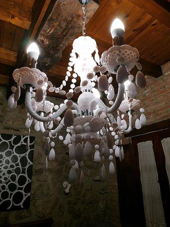 Cue, Spanien: Detalle lámpara de la habitación