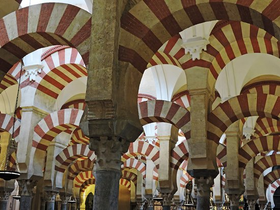 The distinctive red-and-white double arches of the Mezquita's prayer hall. (AlpinerHut)