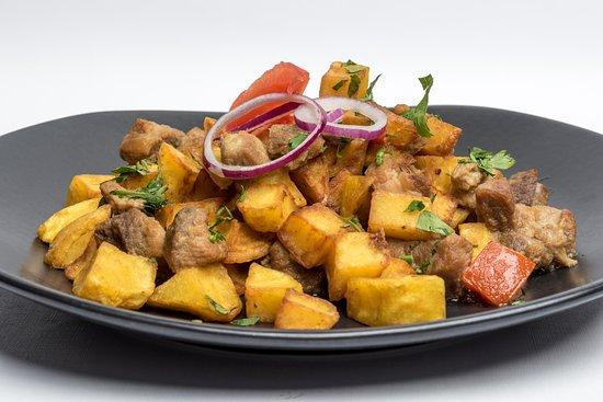 Budapest, Hongrie : Brassói aprópecsenye  Roasted pork Brasow style