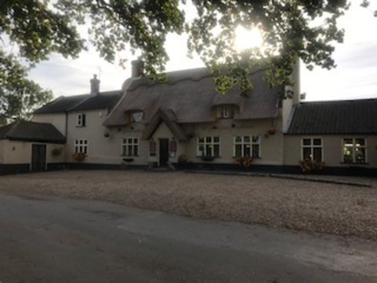 Skeyton, UK: Front view of pub