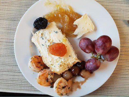 Sunday Brunch (2019.01.13.) - Montagnolo kékpenészes sajt, garnélarák, mustáros fügelekvár, szőlő, gyöngyhagyma, aszalt gyümölcsök