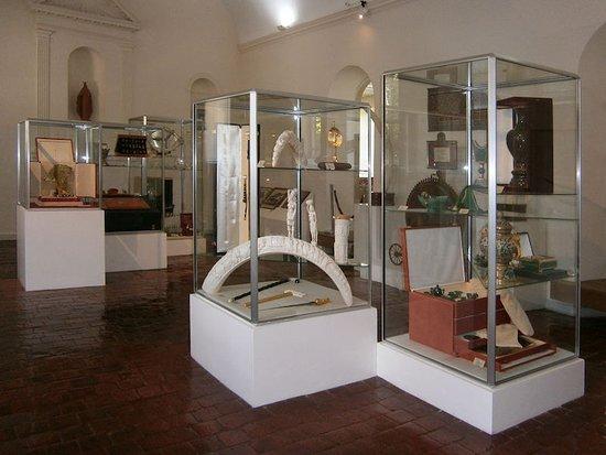 Chateau Chinon, Γαλλία: Musée du Septennat - Cadeaux offerts lors de visites d'État