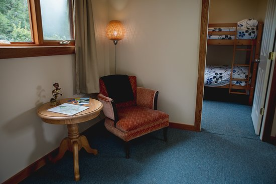 Cortes Island, Καναδάς: Sweet Suite reading room and bunk room