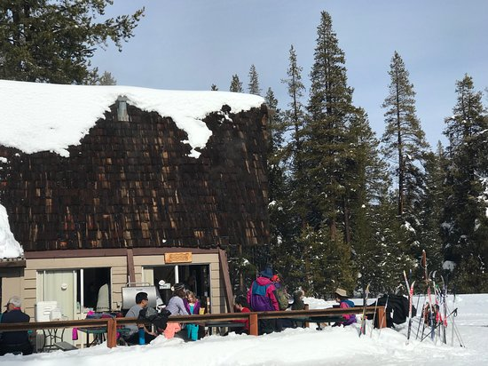Bear Valley, Kalifornia: You can easily walk out to the Meadow Cafe if you're not a skier.