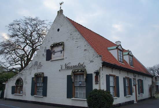 't Vossenhol is het oudste huis van Geldrop en ligt midden in het centrum van Geldrop aan het gezellige Horecaplein.  Escaproom Geldrop is gevestigd in 't Vossenhol!
