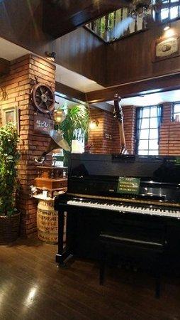 ピアノが置いてありますが、ひいてはいけないようです。