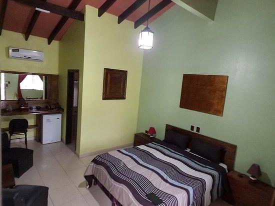 Villa Oliva, Парагвай: Habitacion Suite. Costo Gs. 250.000. Minibar.