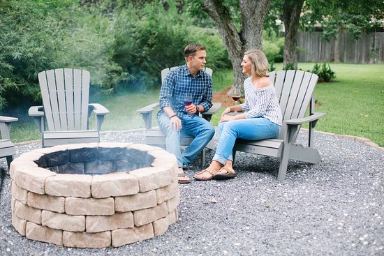 Blue Heron Bed and Breakfast: Fire pit in the garden