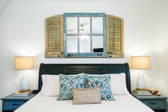 Blue Heron Bed and Breakfast: Girod Suite, king bed