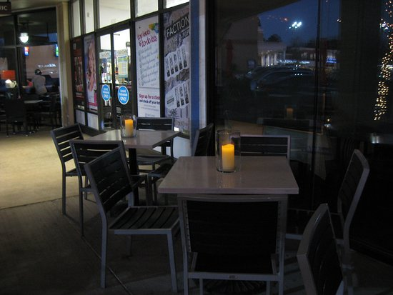 Cafe Tiramisu : outside dining