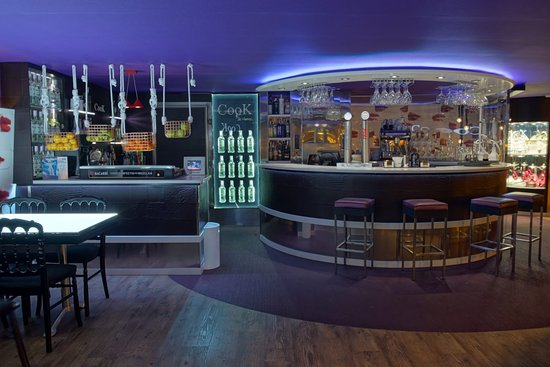 Lugo, Espagne: Primera planta, ideal para tomar las primeras copas o disfrutar de la gran cantidad de sabores de los que disponen para sus shishas