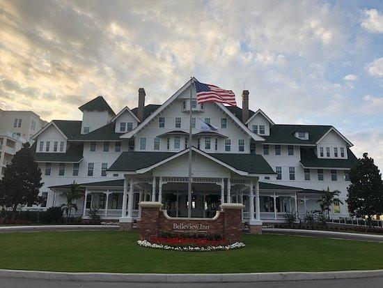 Belleair, FL: Front of hotel
