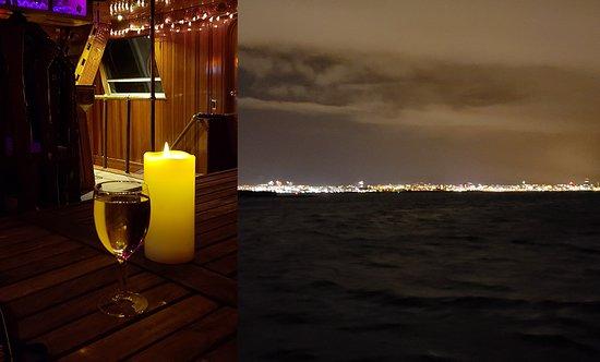 Croisière aux aurores boréales au départ de Reykjavik : white wine and night view