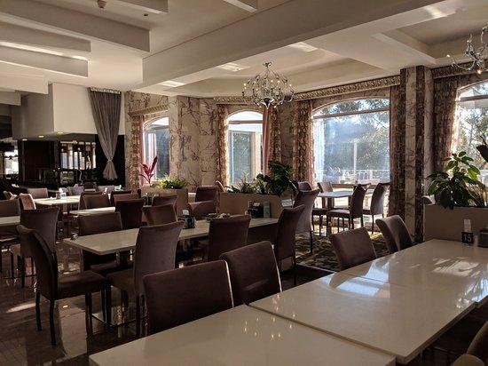 Ascot, Australia: main dining room