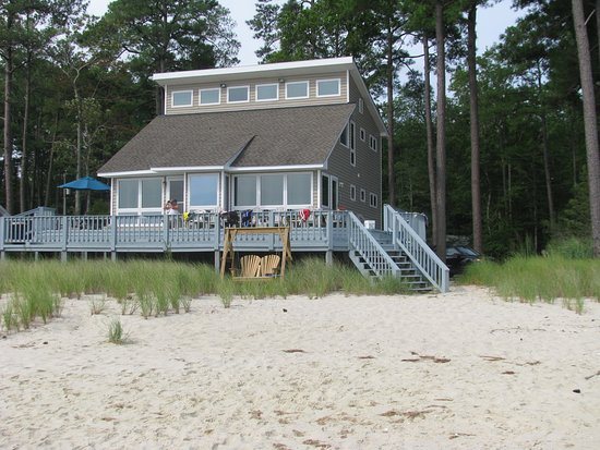 White Stone, VA: This is the lovely beach house we stayed at on the Chesapeake Bay. Its really worth it to rent a home when you have 8 people and your own beach and kayaks