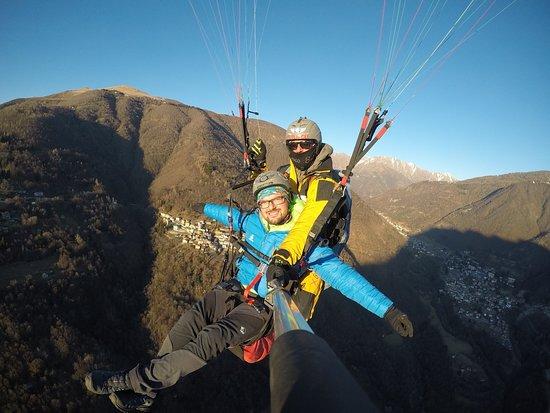 Taceno, Italy: Paraplinding!