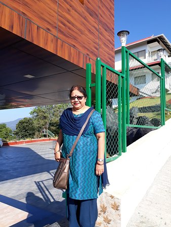 The Lake View Munnar Resort: Mrs. Prasad near treebo Select Lake View Hotel, Munnar.