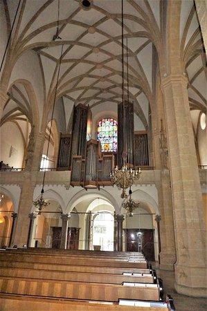 Stadtpfarrkirche: Церковь с картиной Тинторетто, а также изображением фюрера и дуче – 16