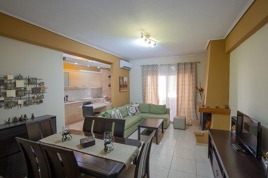 A&J Apartments: Lobby