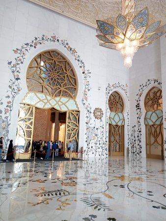 Sheikh Zayed Grand Mosque Center: Un particolare dell'interno