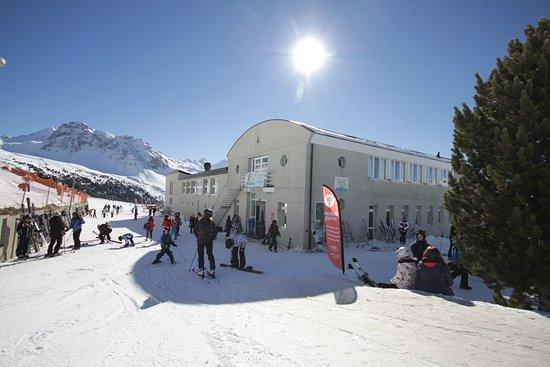 Saint-Luc, Swiss: à l'arrivée du funiculaire le restaurant et logement Tignousa