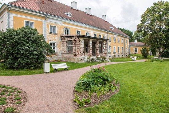 Anija, Estonia: Vaade Mõisa peahoonele mõisapargist. Peahoone läheb 2019. aastal remonti. View from manor park.