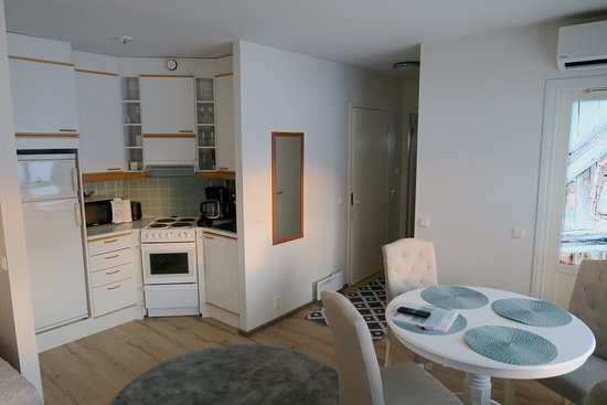Apartments Huilin Studio huoneisto on kompakti paketti aktiiviselle lomailijalle. Ilmastoitu huoneisto on varustettu keittiöllä ja omalla saunalla