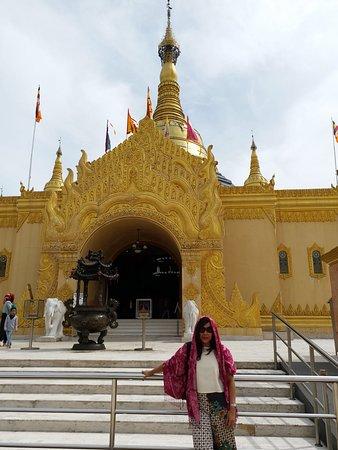 Pondok Brastagi, Indonesia: Pagoda taken from the frontside