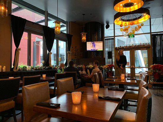 Central Bar + Restaurant : Inside