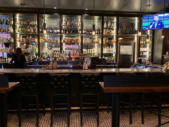 Central Bar + Restaurant : Bar