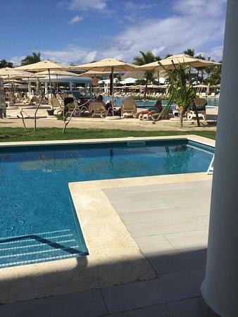 Piscine semie-privée face à la piscine de l'hotel! C'etait merveilleux!